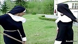 Handwerker fickt notgeile nonne direkt im klost...