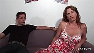 Milf libertine double penetree dans un group sex...