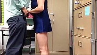 Busty aunty playing boss 10-Pounder in work place