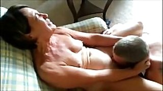 Cuckolding mature non-professional hotwife receives eaten out