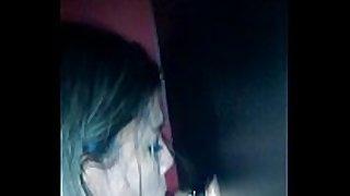 Minha namorada chupando uma rola no gloryhole d...