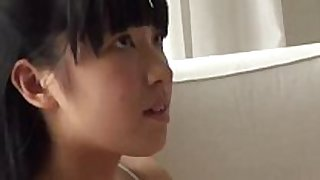 Colegiala japonesa en panties 2