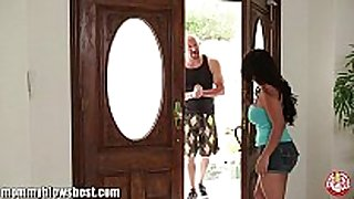 Hot mommy jessica bangkok is blowing her juvenile tr...