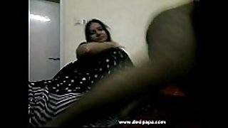 Tamil bhabhi in dark indian saree giving her h...