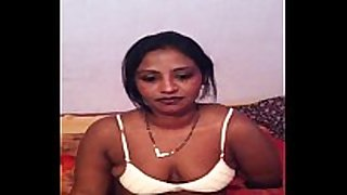 Bangladeshi bhabhi girl taking her brassiere off to s...