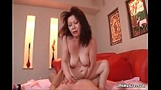 Thick older amateur wife can't live without getting