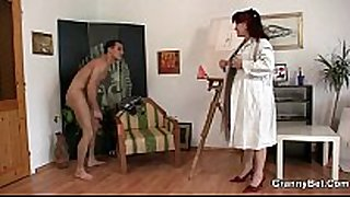 Hot aged white lady jumps on his penis