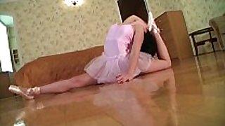 Flexible gymnast acquires screwed