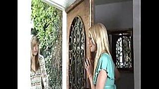 Girls kisings beauties three of 10