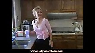 Milf kelly leigh bonks the delivery chap